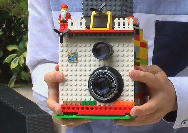 ¡Diversión instantánea! Una Polaroid hecha con legos
