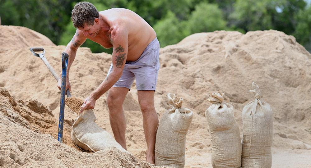 Evacuan a miles en Australia por ciclón