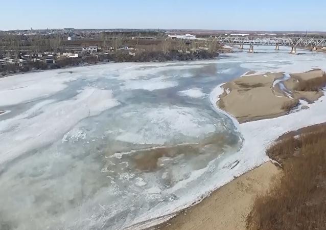 Unas maniobras con el hielo en Siberia