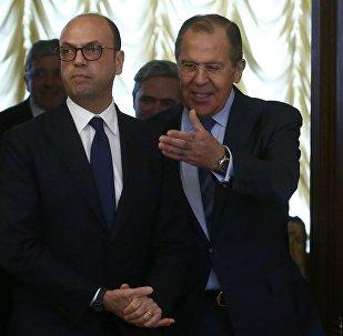 Serguéi Lavrov, ministro de Exteriores de Rusia con su homólogo italiano Angelino Alfano