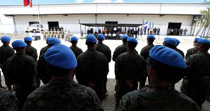 Michelle Bachelet visita a las tropas de Chile en Haití
