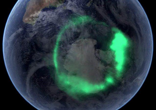 Aurora austral, desde el espacio (archivo)