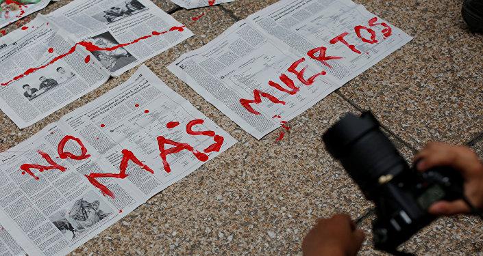 Protesta contra el asesinato de una periodista mexicana