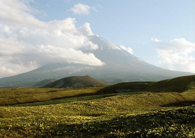 Volcán Kliuchevskoi de Kamchatka (archivo)