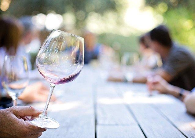 Degustación de vino (archivo)