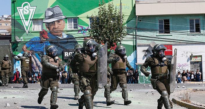 Policías chilenos durante las protestas en el Día del Joven Combatiente