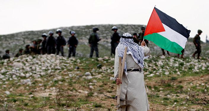 Palestino en una protesta
