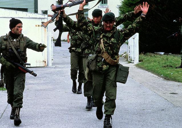 Rendición de los soldados británicos en Malvinas en 1982