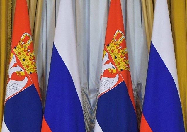 Banderas de Serbia y Rusia