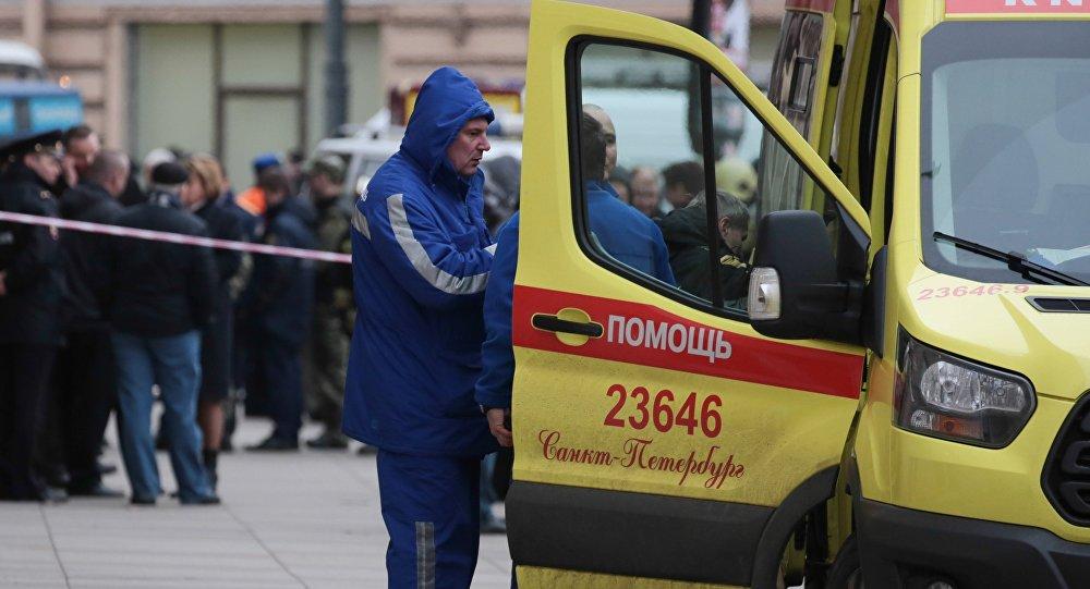 Una ambulancia cerca del lugar de la explosión en San Petersburgo