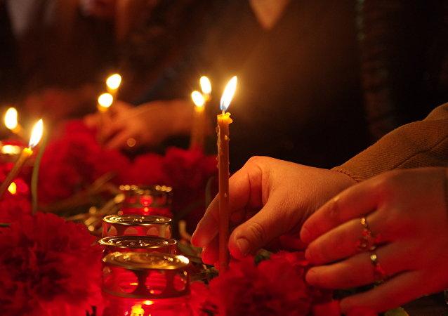 Las velas en homenaje de las víctimas de la explosión en San Petersburgo