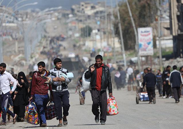 Los residentes de Mosul abandonan sus casas