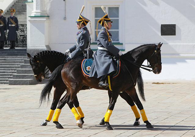 La ceremonia del cambio de guardia de la caballería del Regimiento Presidencial (archivo)