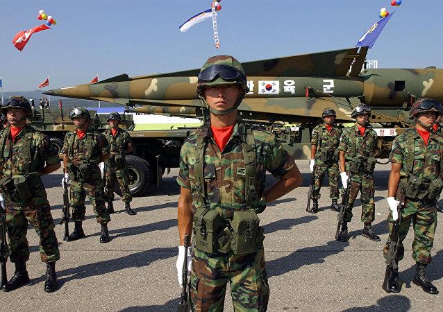 Los soldados de artillería surcoreana (archivo)
