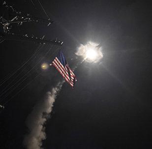Lanzamiento de misil de crucero Tomahawk desde el destructor USS Porter de la Marina