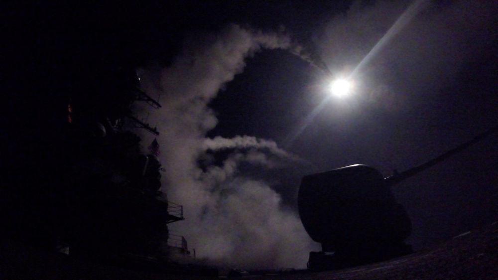 Así fue el ataque de misiles de EEUU contra la base aérea en Siria