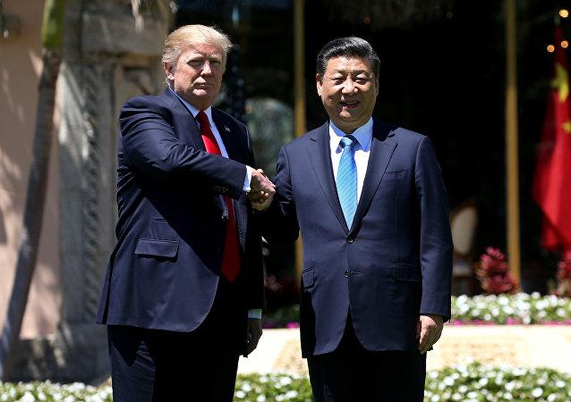 El Presidente de los Estados Unidos Donald Trump junto al Presidente de China Xi Jinping