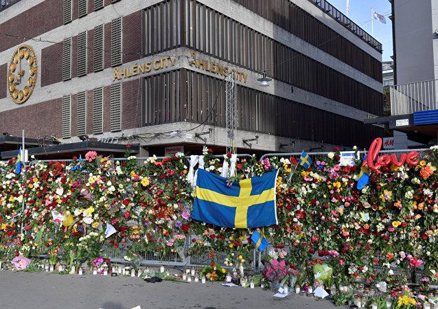 Las flores en honor a las víctimas del atentado en Estocolmo