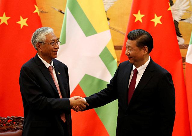 Xi Jinping y Htin Kyaw, los mandatarios de China y Birmania