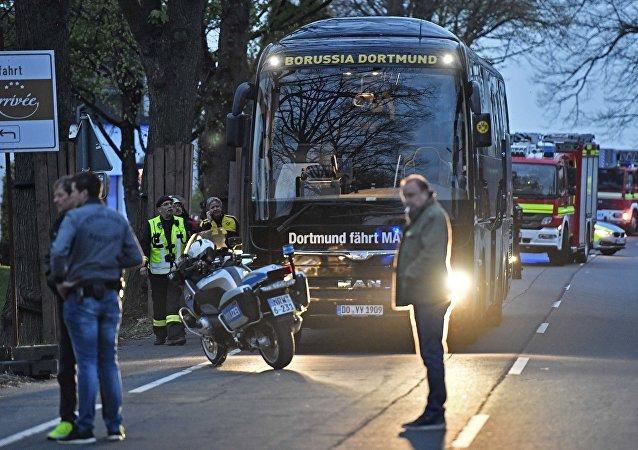 Autobús del equipo de fútbol Borussia Dortmund tras explosiones