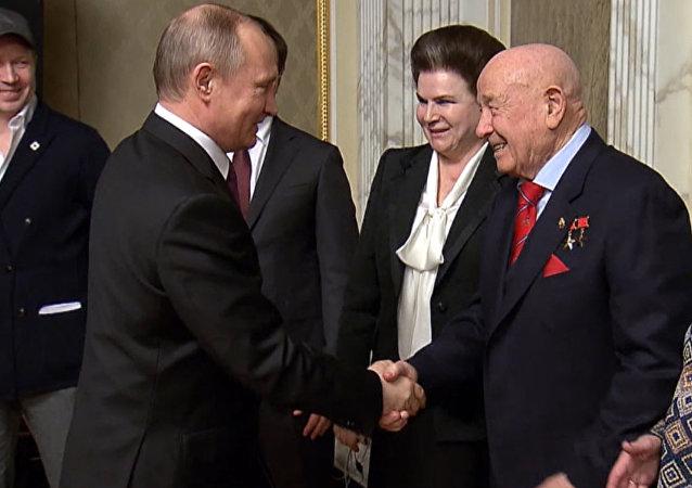 Putin recibe a los cosmonautas