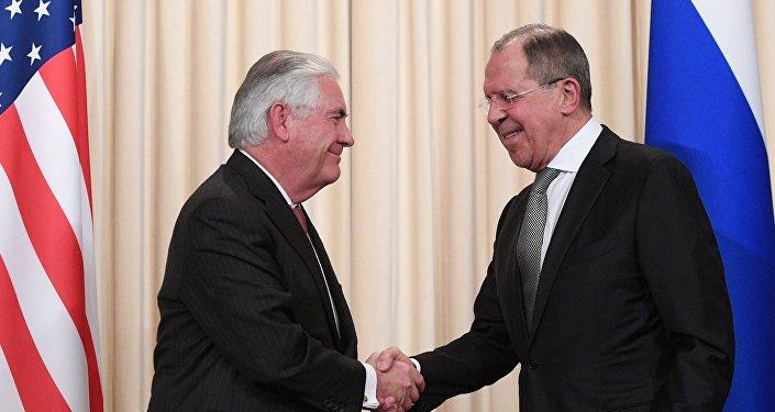Rex Tillerson, el secretario del Estado de EEUU, y Serguéi Lavrov, el canciller ruso (Archivo)