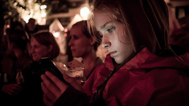 Un reciente estudio de la Universidad de Sheffield (Reino Unido) ha puesto al descubierto que cerca del 14% de los menores se sienten menos satisfechos con sus vidas después de pasar como mínimo una hora en las redes sociales.