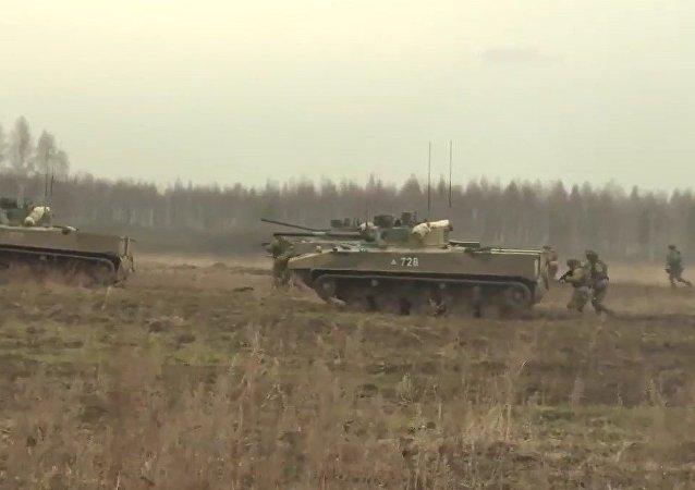 Las tropas aerotransportadas rusas prueban sus equipos novedosos