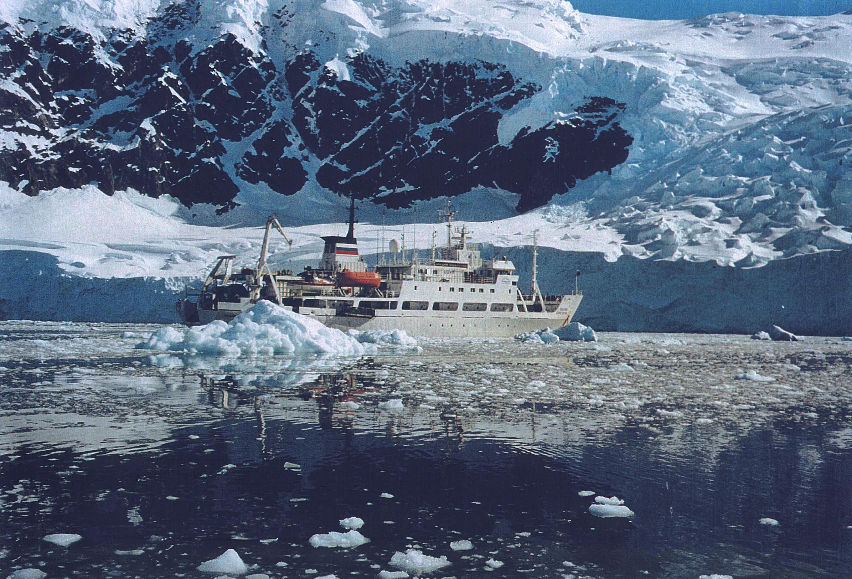 El buque Académico Borís Petrov del Instituto de Geoquímica y Química Analítica Vernadski