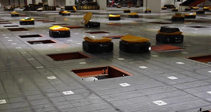 Robotización a toda marcha: un ejército de máquinas 'se apodera' de un almacén chino