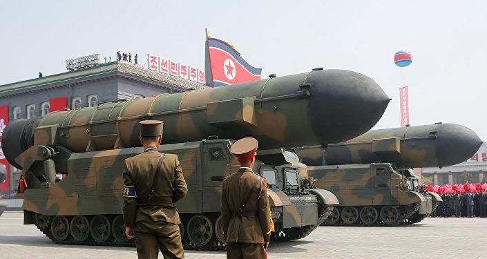 Misiles norcoreanos en el desfile militar dedicado al 105 aniversario del nacimiento del fundador del Estado norcoreano y abuelo del actual líder, Kim Il-sung