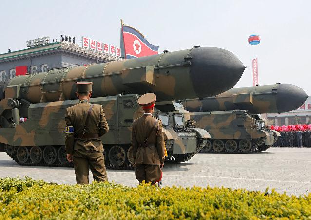 Misiles norcoreanos en el desfile militar dedicado al 105 aniversario del nacimiento del fundador del Estado norcoreano, Kim Il-sung (archivo)