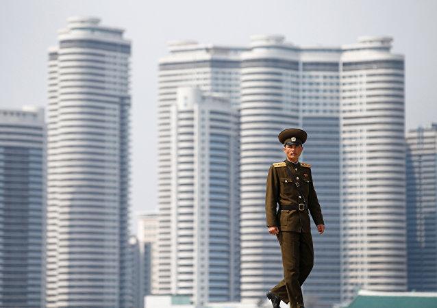 Un soldado norcoreano en Pyongyang, Corea del Norte