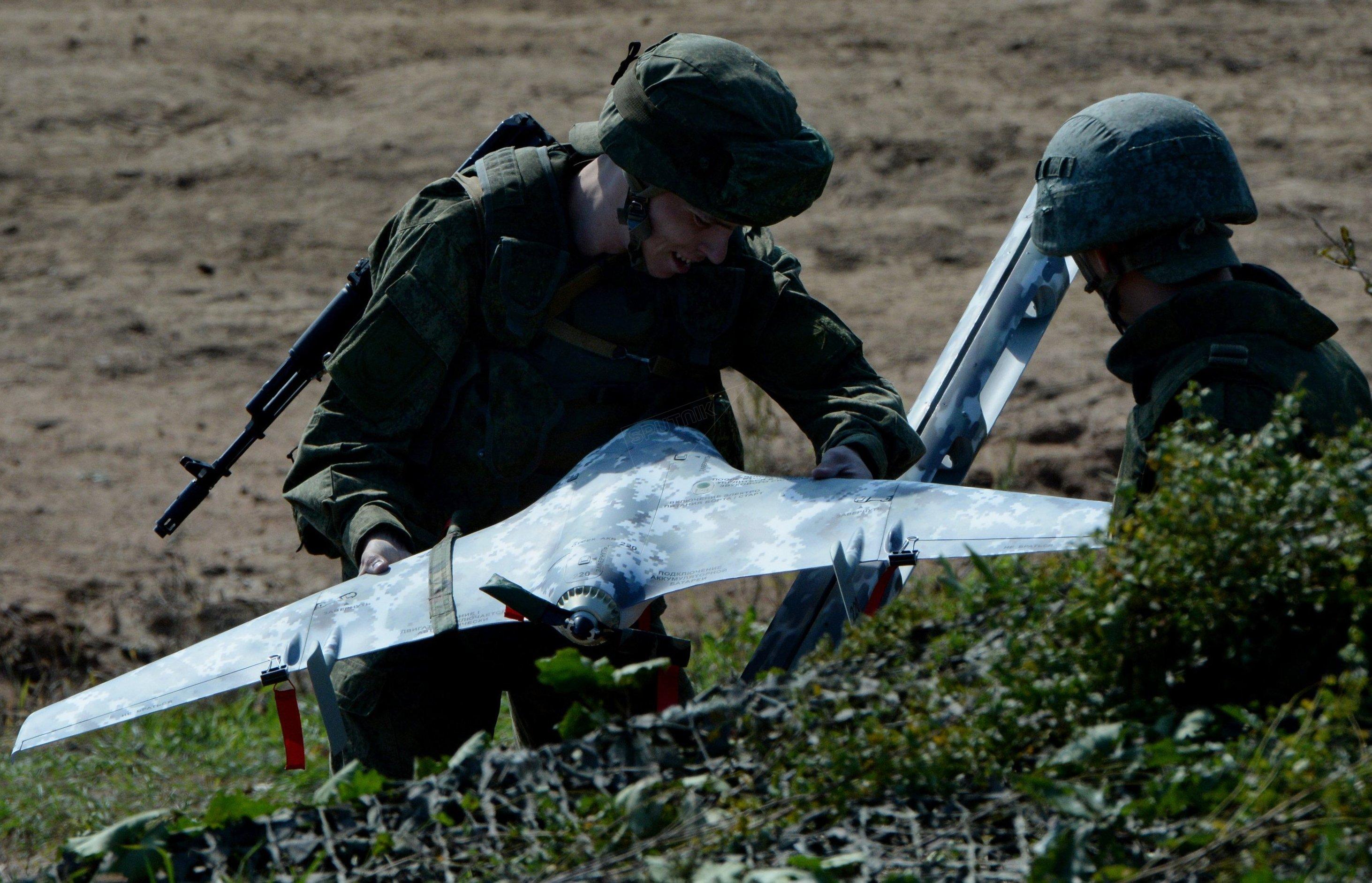 Los militares rusos preparan un dron durante los ejercicios conjuntos con sus colegas indios (archivo)