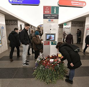 Las flores en homenaje a las víctimas de la explosión en San Petersburgo
