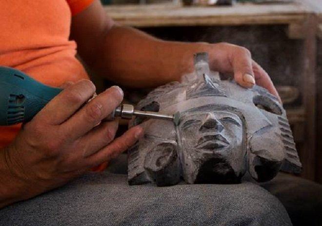 Obsidiana, piedra de herencia y oficio prehispánico en Teotihuacán