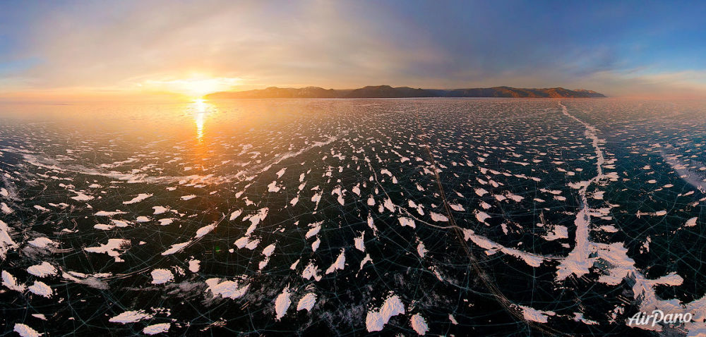 La puesta de sol en el lago Baikal, en Rusia