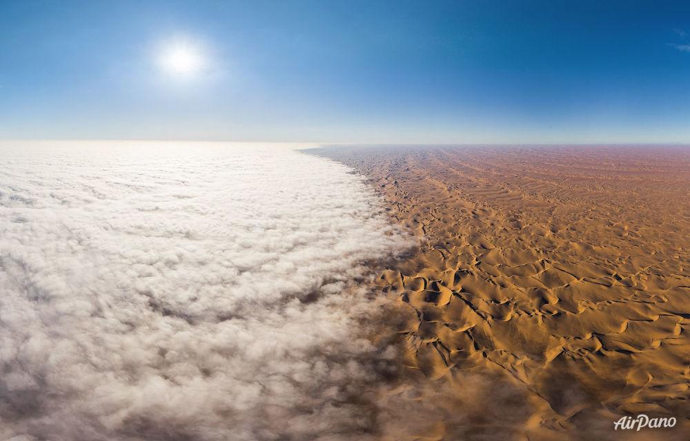 Niebla sobre el desierto del Namib en África