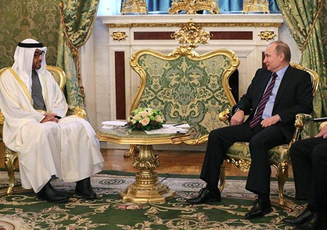 Mohamed bin Zayed al Nahyan, príncipe heredero de Abu Dabi con Vladímir Putin, presidente de Rusia