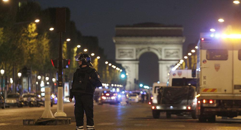 La Policía francesa en los Campos Elíseos