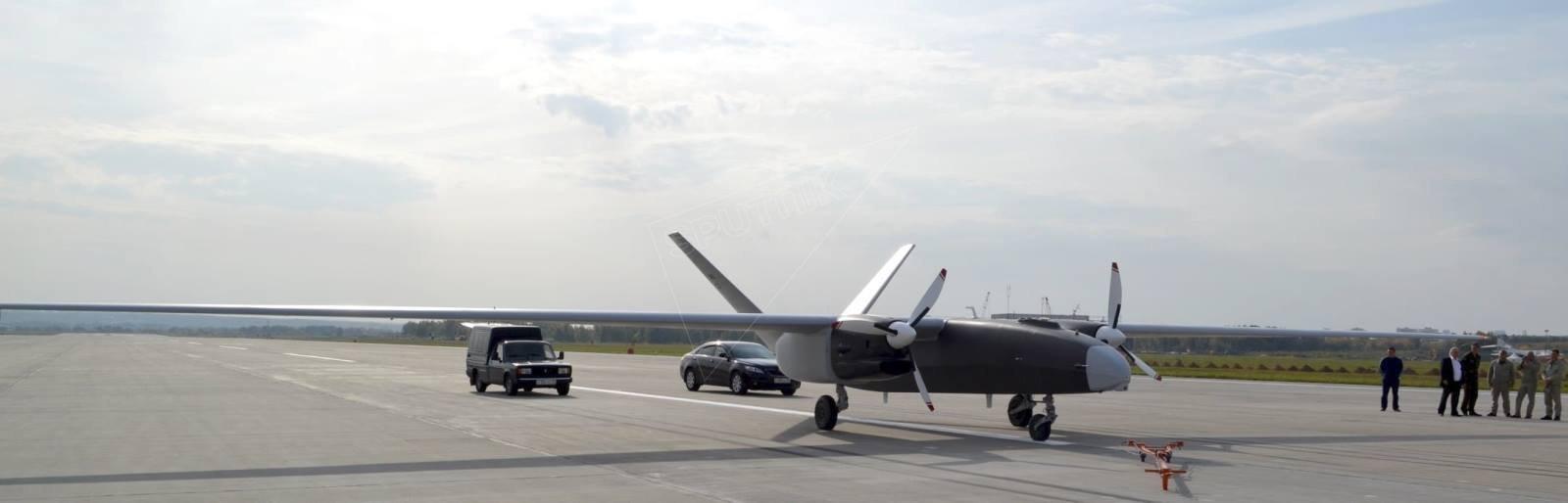 El prototipo del dron pesado ruso Altaír durante las pruebas de vuelo