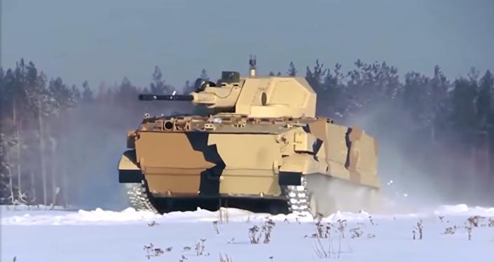 Un vehículo blindado ruso, aún no identificado, demostró sus capacidades militares en un vídeo publicado en las redes sociales