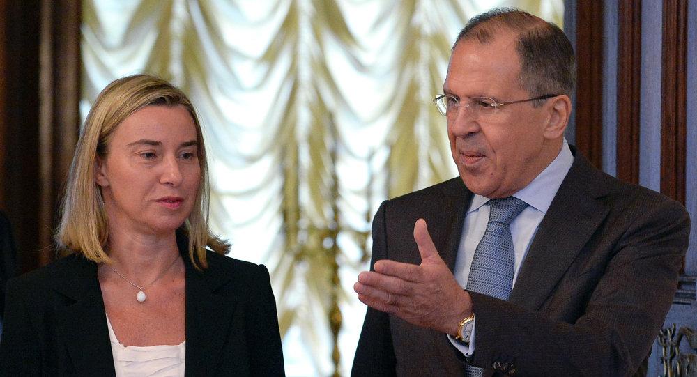 La jefa de la diplomacia europea, Federica Mogherini, y eministro ruso de Asuntos Exteriores, Serguéi Lavrov