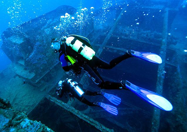 Buzos-investigadores en el mar Rojo (imagen referencial)