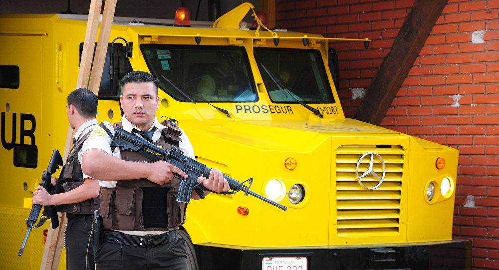 El camión de la empresa internacional Prosegur después del asalto