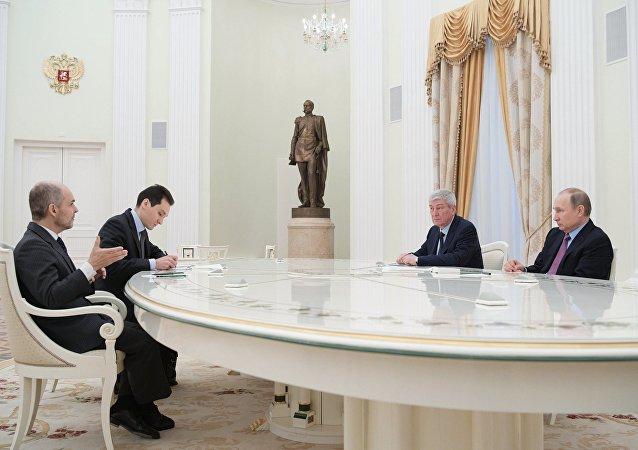 Vladímir Putin y Juan Manuel Vega-Serrano