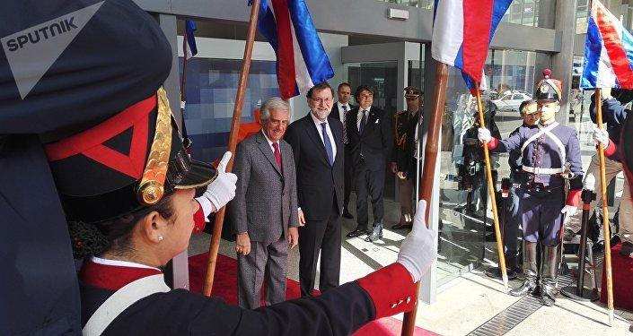 El presidente uruguayo Tabaré Vázquez recibe en Montevideo a su homólogo español Mariano Rajoy