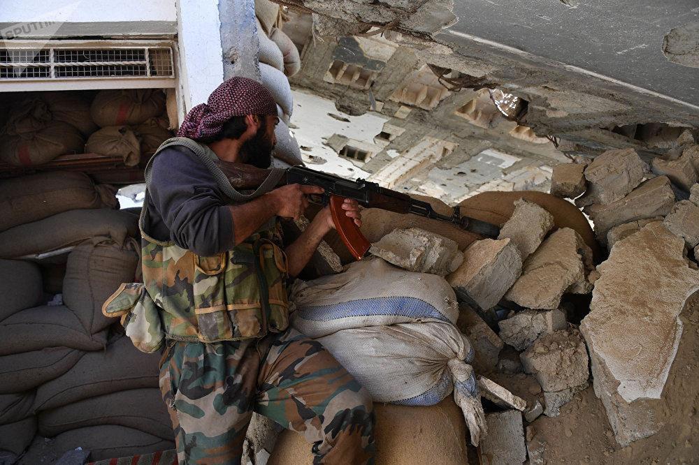 El arriesgado combate del Ejército sirio por la sitiada ciudad de Deir Ezzor