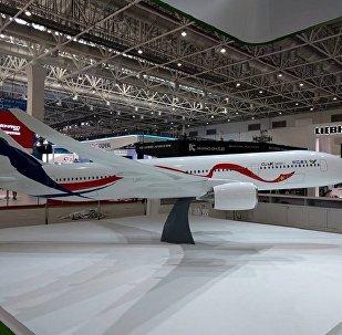 La maqueta del avión de pasajeros ruso-chino de ancho fuselaje presentada en la feria aeroespacial Airshow China 2016
