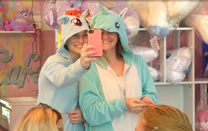 Visitantes del Unicorn Cafe